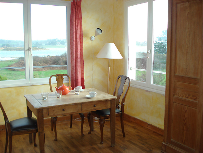 Kleiner holztisch kleines wohnzimmer drau en gestalten for Kleiner holztisch